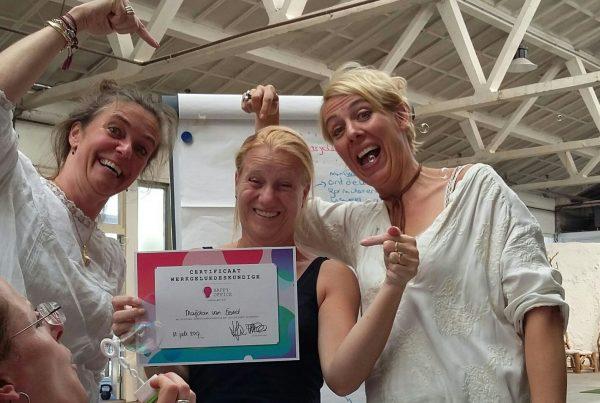 marjolein krijgt certificaat werkgelukdeskundige